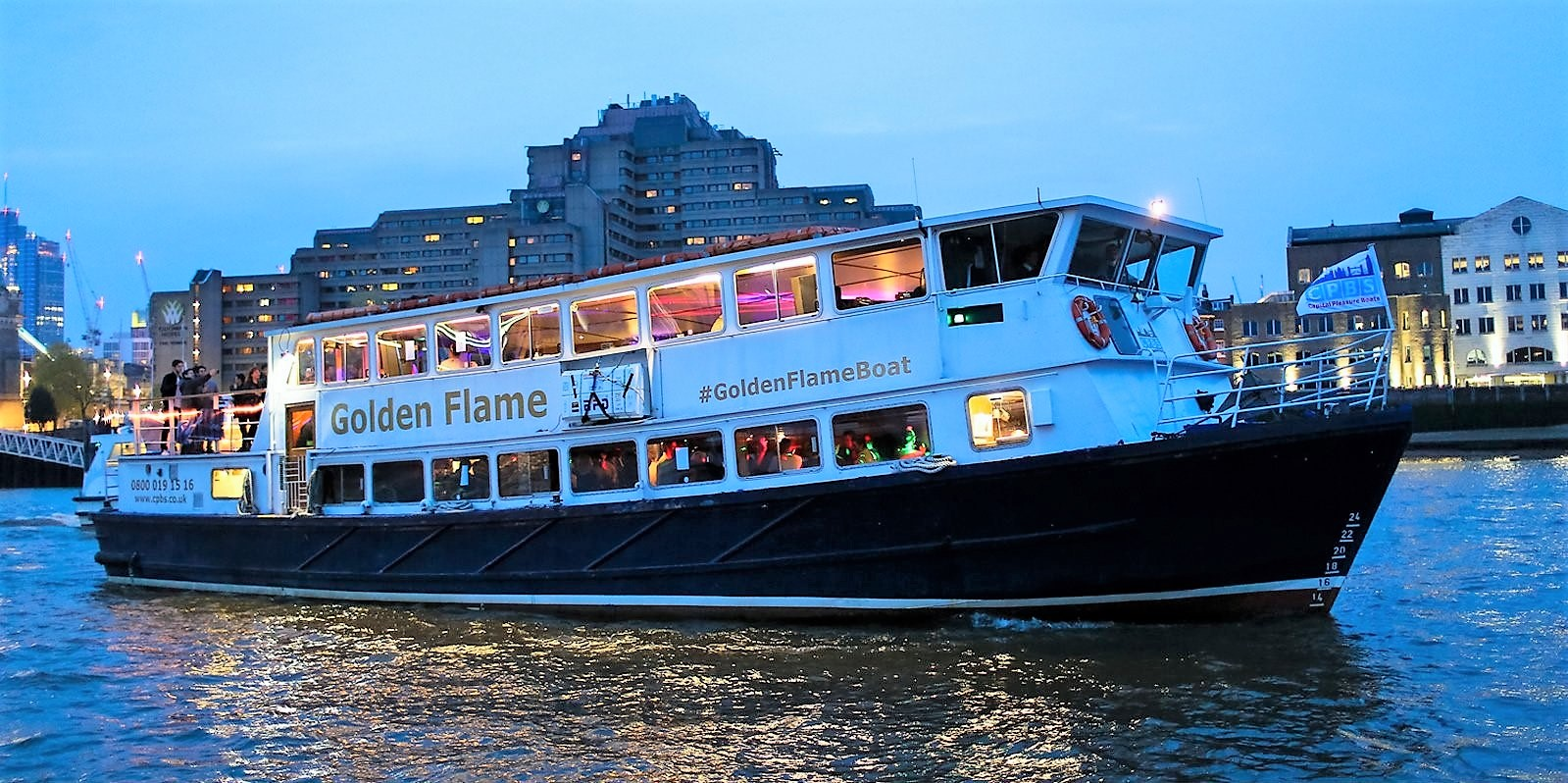 Big-fleet-of-London-party-boats-used-for-the-Thames-party-cruise