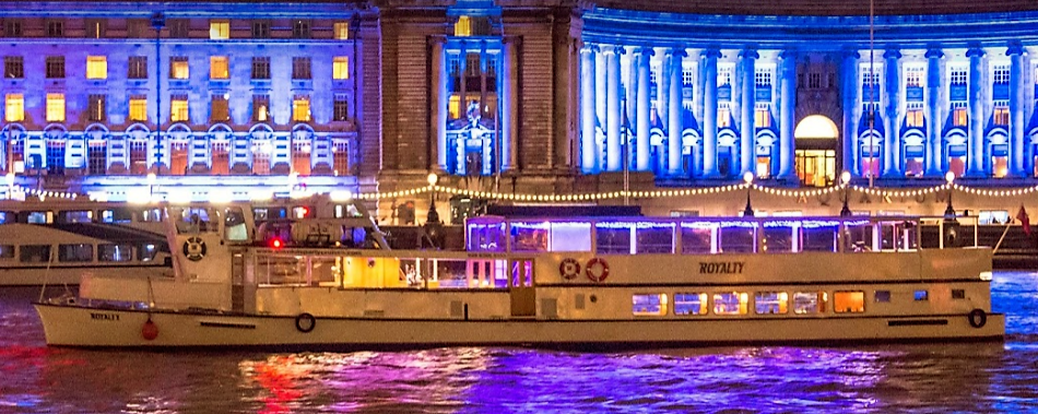 The-Royalty-is-a-classic-Thames-Party-Boat