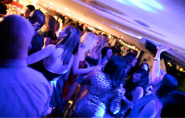 Dance-to-Party-Anthems-on-the-London-boat-party