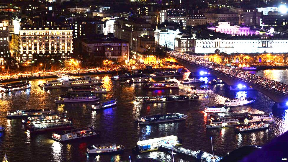 Book your New year's Eve Thames Cruise and join many other party boats and enjoy a prime position for the fireworks